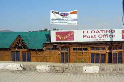 Floating_Post_Office_-_Dal_Lake_-_Srinagar-_Jammu_and_Kashmir